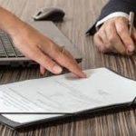 Que trabajo ejercen los abogados especializados en derecho comercial