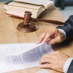 Qué trabajos realizan especialistas en derecho comercial